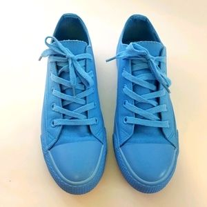 Airwalk mono-light blue lace up sneakers size 8.5